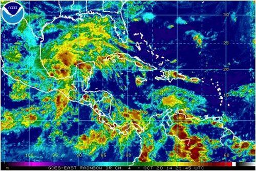 Imagen de satélite del espectro Infrarrojo con seudo-color. Se observa la Depresión Tropical No. 9 en el golfo de Campeche.
