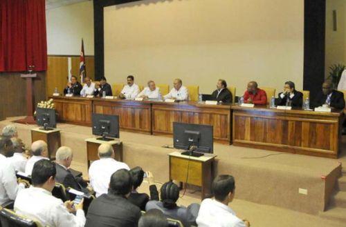 En el Instituto de Medicina Tropical Pedro Kourí, el ministro de Salud de Cuba, Roberto Morales, dio a conocer la composición del nuevo grupo de colaboradores. Foto: Estudio Revolución