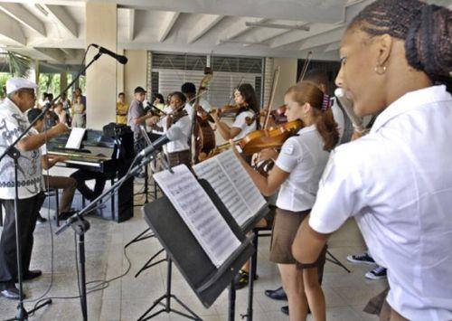 El bloqueo provoca afectaciones a la enseñanza artística, que repercuten en la calidad del aprendizaje y la creación. Foto: Jose M. Correa .