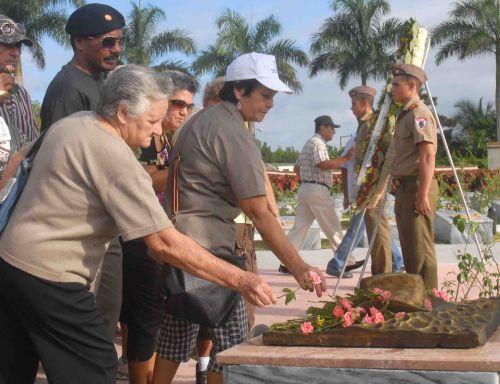 El pueblo de Yaguajay inundó la plaza para homenajear al Comandante Camilo Cienfuegos.