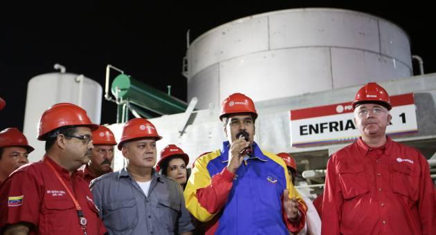 Aunque los precios del crudo caen, Venezuela no presentará grandes afectaciones, aseguró Maduro.