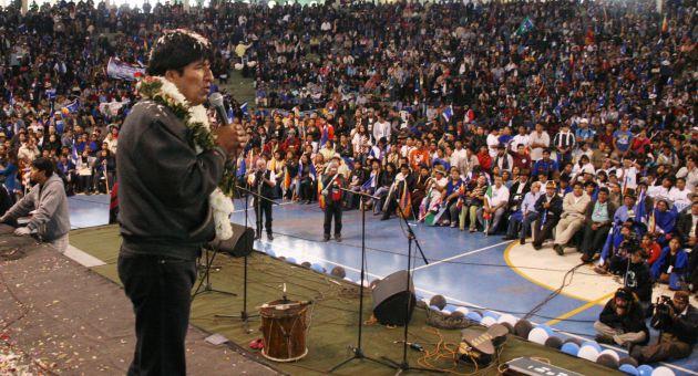 Evo Morales destacó la unidad como camino para mantener la soberanía y soberanía del pueblo boliviano.