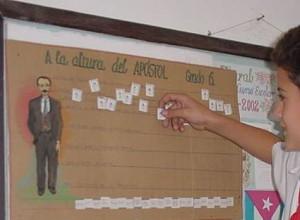 En centros educacionales también se estampan los héroes indefinidos.