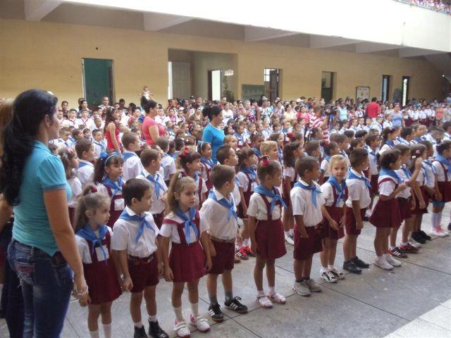 La pañoleta azul indica el ingreso a la organización de pioneros José Martí.