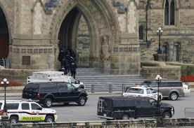 Un tiroteo ocurrido en las inmediaciones del parlamento canadiense, provocó la muerte de un soldado como resultado del ataque de un hombre armado con un fusil.