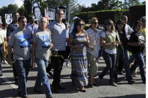 La marcha, encabezada por René y Fernando, sirvió para recordar las víctimas del terrorismo de Estado contra Cuba.