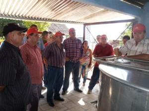 Gustavo Rodríguez Rollero, ministro de la Agricultura, hizo un recorrido por diferentes áreas de la Empresa Agroindustrial de Granos Sur del Jíbaro.