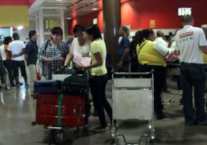 La limitación de la entrada de los acompañantes fue motivo de incomodidades para los usuarios de los servicios de la Terminal.