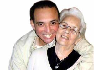 Mirta junto a su hijo Antonio Guerrero.
