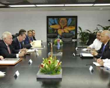 En el encuentro, se intercambió sobre las perspectivas de las relaciones bilaterales, especialmente en la esfera económico-comercial y de las inversiones.