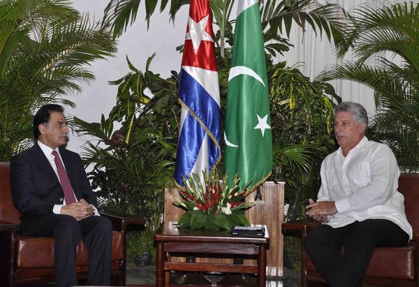 Díaz-Canel durante las conversaciones con Sardar Ayaz Sadiq, presidente de la Asamblea Nacional de la República Islámica de Pakistán.  Foto AIN.