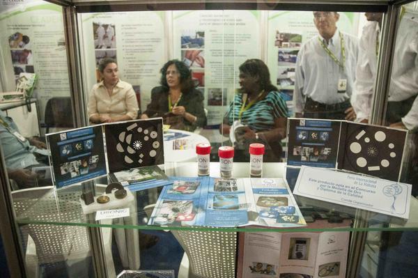 Exposición de productos médicos cubanos, en el marco de la XXXII Feria Internacional de La Habana. Foto AIN