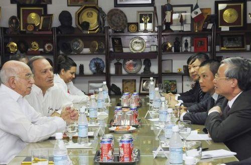 José Ramón Machado Ventura recibió en la sede del Comité Central a Tranc Quoc Vuong.