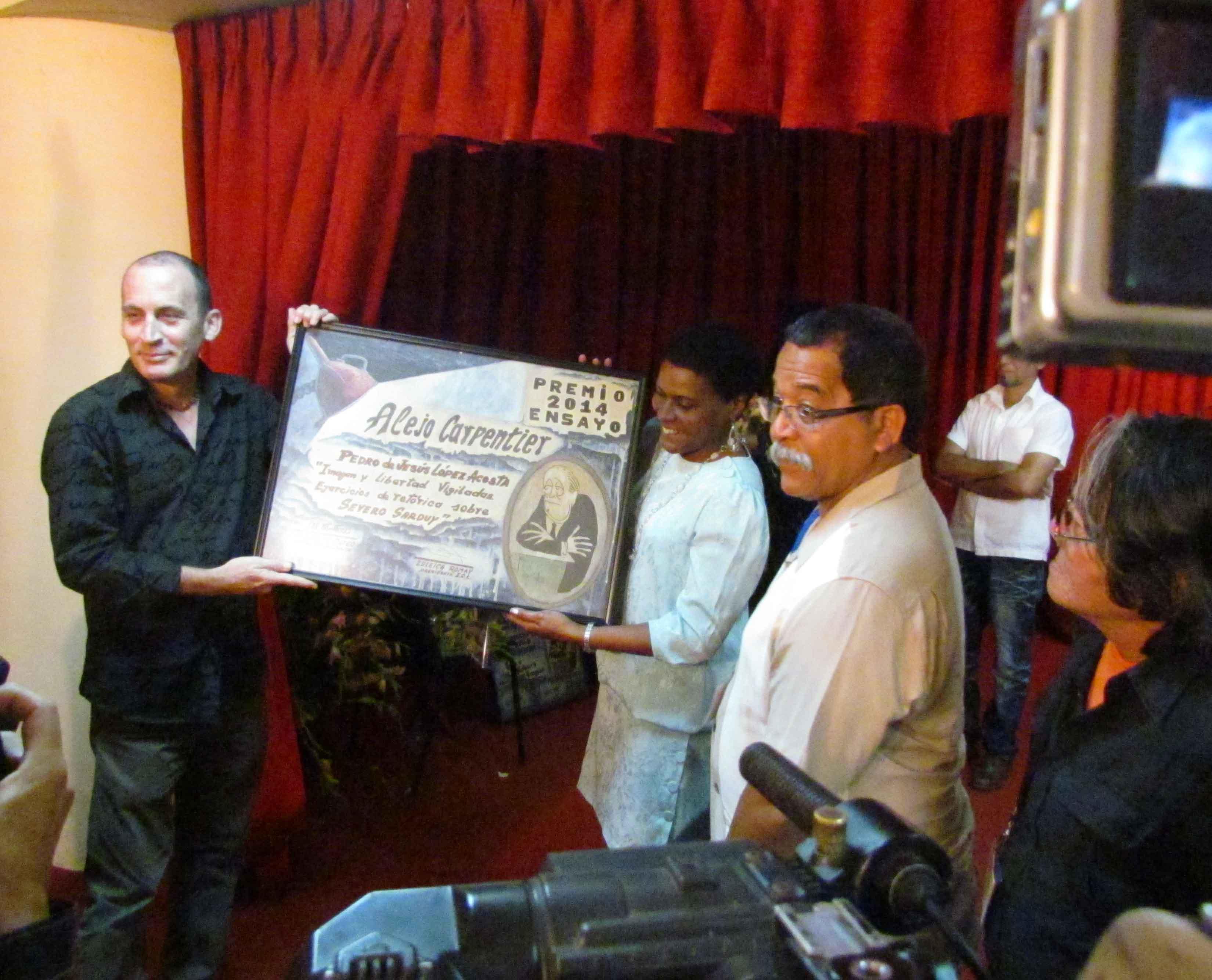 Pedro de Jesús recibió el Premio Alejo Carpentier de Ensayo 2014, por su libro Imagen y libertad vigilada: ejercicios de retórica sobre Severo Sarduy.