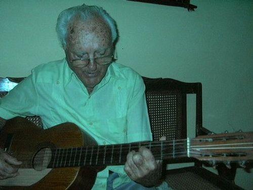 Arturo Alonso escribió más de 1300 canciones, entre ellas Un canto a Cabaiguán, devenido himno del municipio.