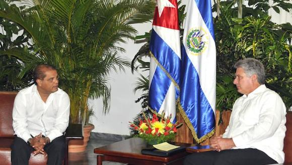 Ambos altos funcionarios pasaron revista a las excelentes relaciones de amistad y cooperación existentes entre ambos Estados.
