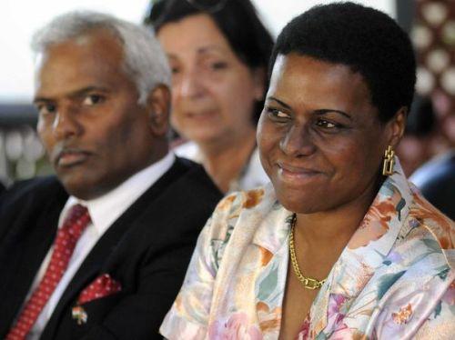 Chimthapally Rajasekhar, Embajador de la República de la India, junto a Zuleica Romay, Presidenta del Instituto Cubano del Libro.