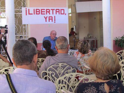 jornada-de-la-poesia-cubana-en-ss-1Miguel Barnet compartió experiencias creativas con la intelectualidad espirituana.