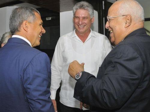 Miguel Díaz-Canel Bermúdez (C) y Ricardo Cabrisas (D) reciben a Rustam Nurgaliyevich Minnikhandu (I), Presidente de la República de Tatarstán.