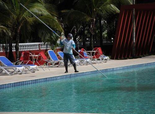 El hollín obliga a mantener la piscina en desuso y puede perjudicar el costoso equipamiento recién instalado en Los Laureles.