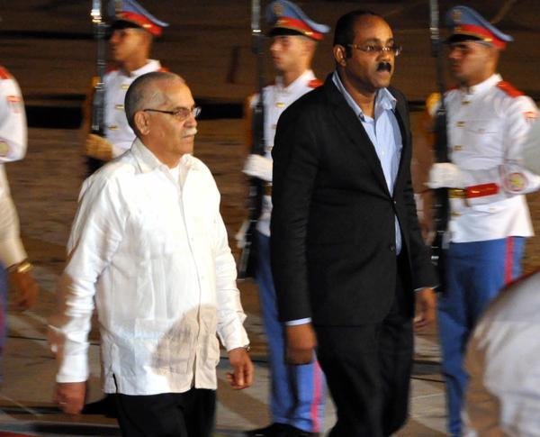 Browne a su llegada al Aeropuerto Internacional José Martí. Foto AIN.
