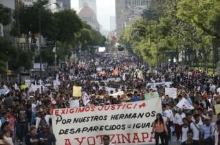 Marcha para exigir la aparición de los 43 normalistas de Ayotzinapa desaparecidos en Iguala.