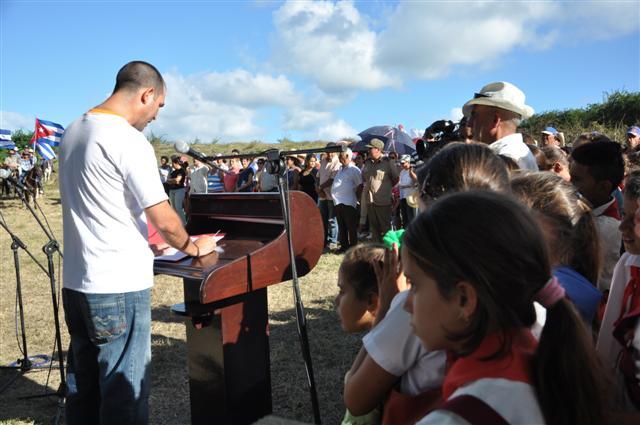 En el acto conmemorativo participaron dirigentes provinciales y locales, vecinos de la comunidad y estudiantes.
