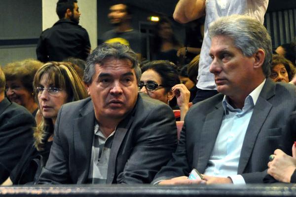 Díaz-Canel asistió a la inauguración del Festival Internacional del Nuevo Cine Latinoamericano, junto a Julián González Toledo, ministro de Cultura. Foto AIN