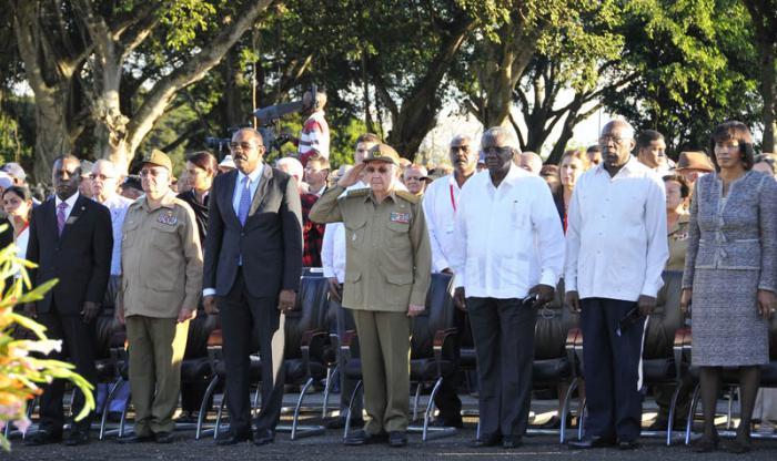 Representantes de la Caricom participaron junto a Raúl en los honores a Maceo y a internacionalistas cubanos.