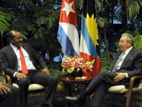 Raúl y Gastón A Browne, Primer Ministro de Antigua y Barbuda, y Ministro de Finanzas. Foto AIN.