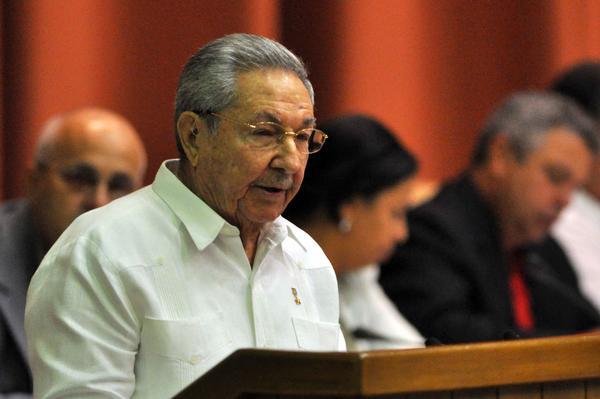 Raúl en la clausura de las sesiones de la Asamblea Nacional del Poder Popular. Foto AIN.