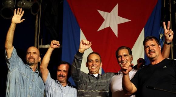 En la conmemoración se celebró el regreso a la patria de los tres Héroes antiterroristas cubanos que aún guardaban prisión en los Estados Unidos.