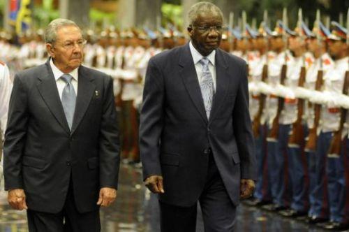 Raúl y el Primer Ministro de Barbados.