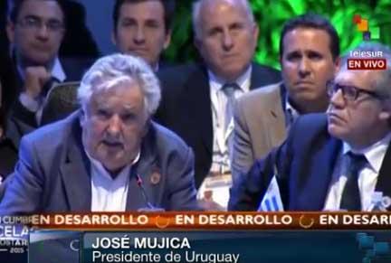 """""""Nadie nos va a regalar el triunfo del progreso y nadie nos va a regalar la libertad, hay que pelearla (...) esta lucha es colectiva y es de generaciones"""", aseguró Mujica."""