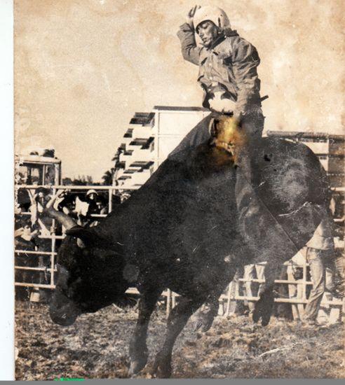 Como jinete de toros obtuvo diversos reconocimientos.