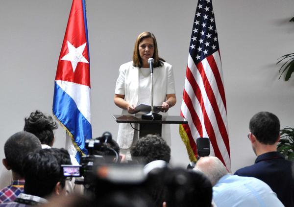 Josefina Vidal reafirmó que la historia demuestra que Cuba nunca ha respondido ni responderá a presiones de ninguna parte.