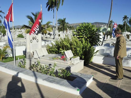 raul castro, heroes y martires de la patria, santiago de cuba, revolucion cubana