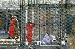 La Casa Blanca mantiene desde enero de 2002 un centro de internamiento de tiempo de guerra en esa instalación militar.