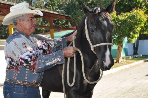 Los caballos siguen siendo su delirio, confiesa Gustavo.
