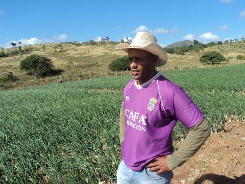 """""""El campo es para quien quiera trabajar"""", define Melchor Entenza."""