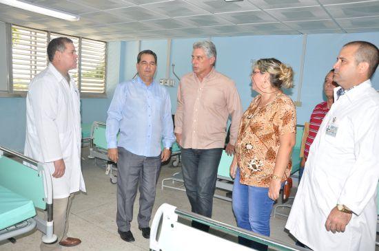 miguel diaz-canel, primer vicepresidente cubano, sancti spiritus, hospital provincial camilo cienfuegos