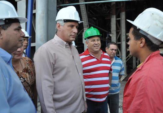 miguel diaz-canel, primer vicepresidente cubano, sancti spiritus, zafra azucarera, hospital provincial camilo cienfuegos