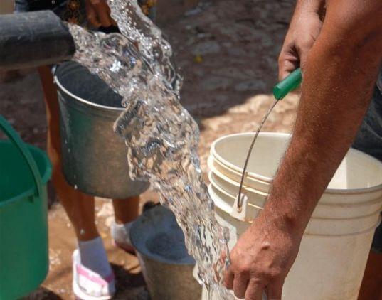 En 18 asentamientos se distribuye el agua en pipas.