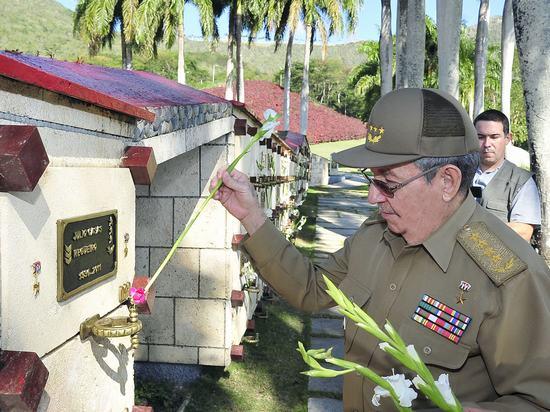 raul castro, santiago de cuba, heroes y martires de la patria, segundo frente oriental