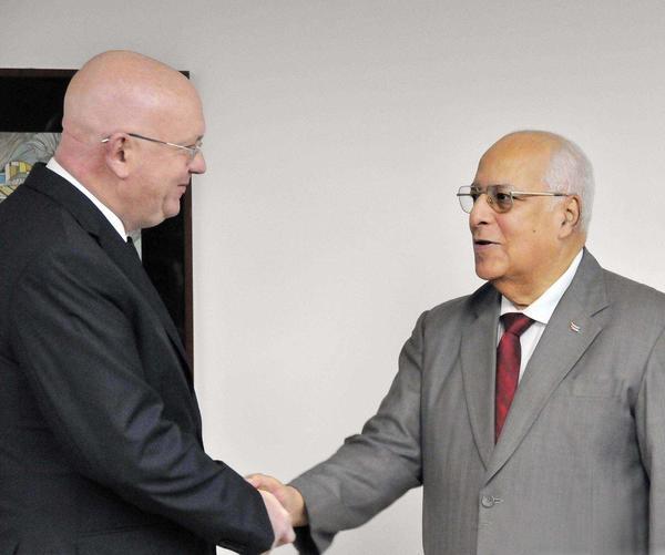 Vasily Nebenzya dialogó con el vicepresidente del Consejo de Estado Ricardo Cabrisas.