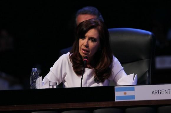 """""""A Argentina la gobiernan los argentinos"""", sostuvo la dignataria Cristina Fernández."""