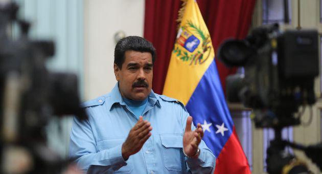 La oposición juega a la doble banda: utilizan las libertades públicas para tratar de acabar con el Gobierno, denunció Maduro.