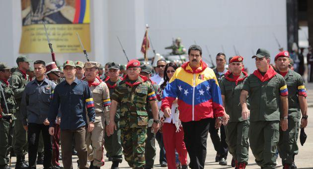 """""""Unión Cívico-Militar para seguir teniendo Patria"""", escribió Maduro en Twitter."""