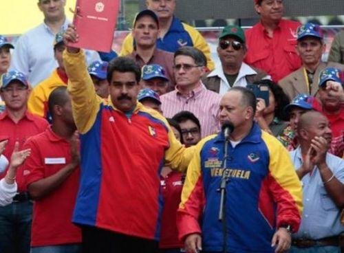 Maduro pide a los venezolanos que recolecten 10 millones de firmas exigiendo la derogación del decreto presidencial de EE.UU. contra siete funcionarios venezolanos. Foto: Archivo.