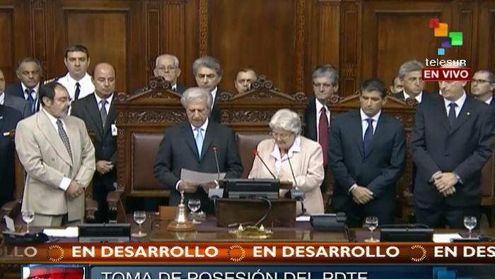 En la ceremonia de toma de posesión del nuevo presidente uruguayo estuvo presente el presidente cubano Raúl Castro. Foto TeleSur.